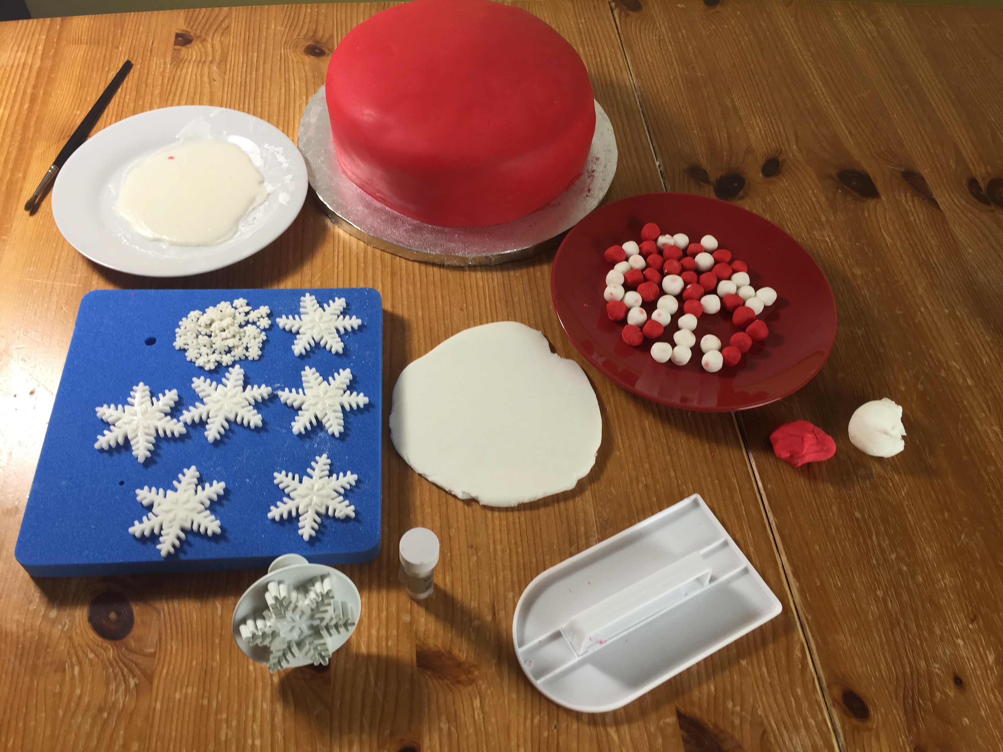 How to make simple fondant decorations