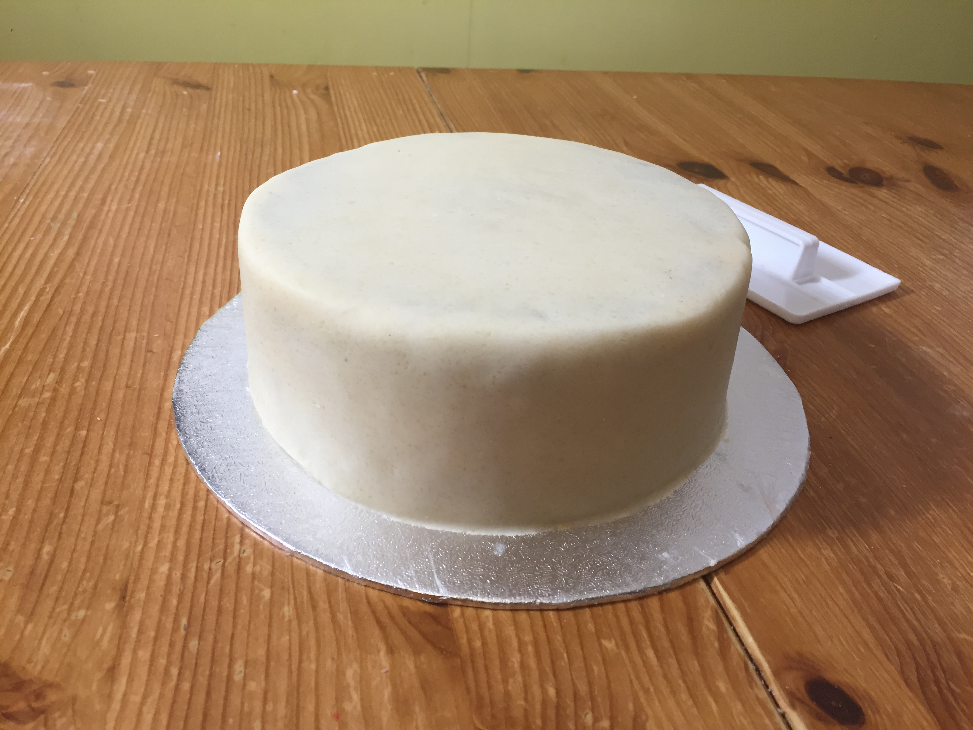 How to cover a fruit cake with fondant